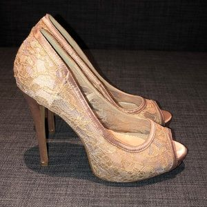 Vince Camuto Lace Cream High Heel size 7.5 Shoes